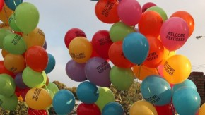 1444833294_1280px-welcome_refugees_balloons_broadmeadows_2012