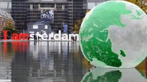 globe ballon amsterdam Flickr-Jos van Zetten
